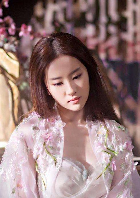 32岁刘亦菲生活居家照曝光,网友直呼太清纯,古装的刘亦菲更美-第5张图片