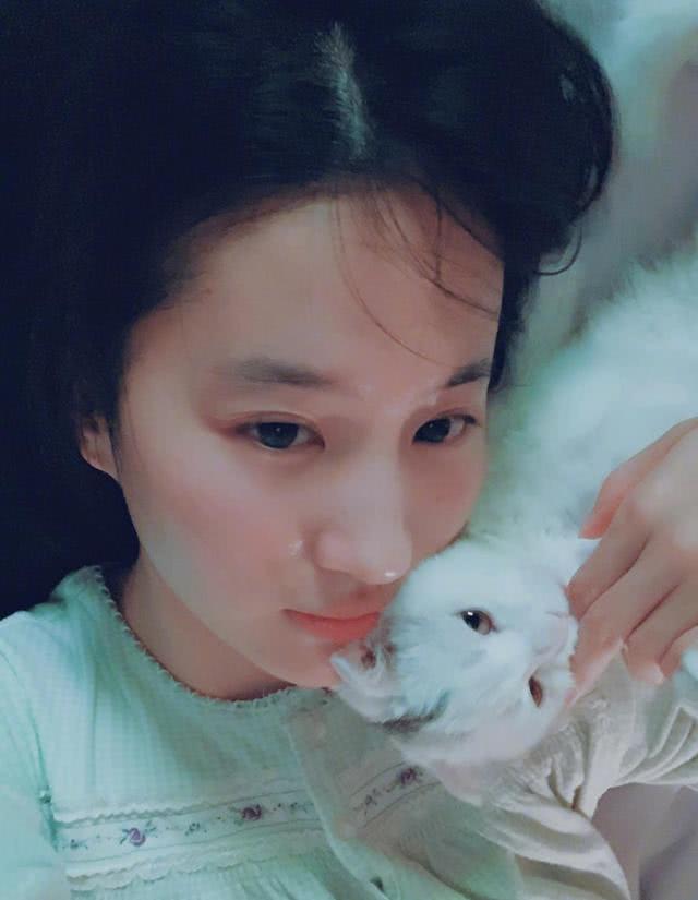 32岁刘亦菲生活居家照曝光,网友直呼太清纯,古装的刘亦菲更美-第3张图片